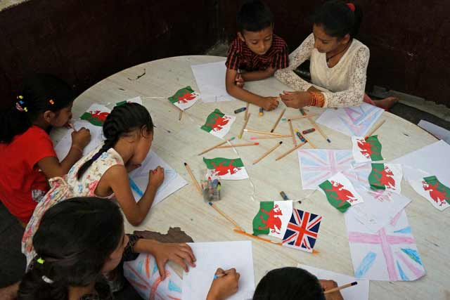 Colouring Welsh flags