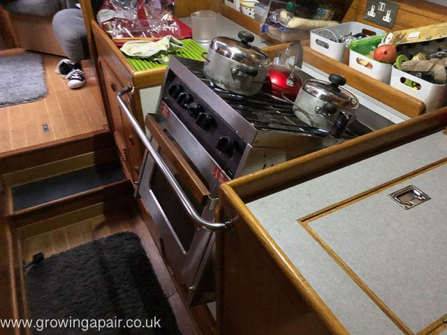 Gimballed oven stove
